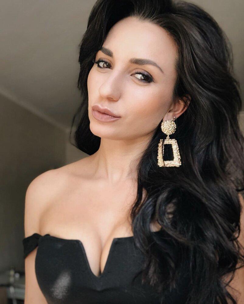 Даша царенко устроилась на работу девушка