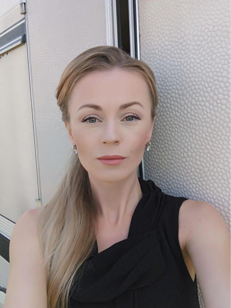 актриса ольга рептух фото женщина ослабляя смотря